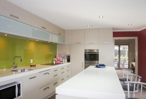 RELAX ON RICHMOND - MODERN LARGE BEACH HOUSE - New Plymouth