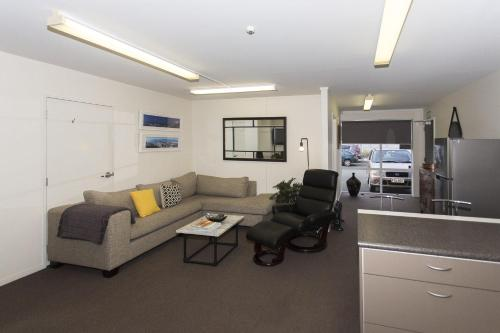 STYLISH IN STRANDON - GREAT VALUE APARTMENT - New Plymouth