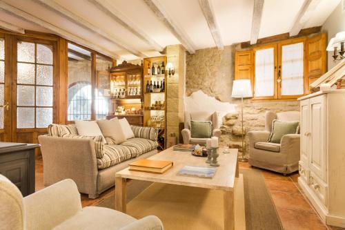 Junior Suite with Mountain View Posada de Uncastillo 9