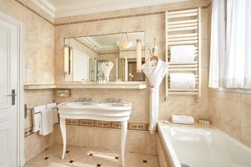 Hôtel Raphael photo 68
