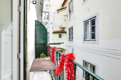 Modern Studios in Historic Bica - image 4