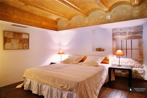 Stunning 3 bedroom Apartment in Barcelona (FC1408)