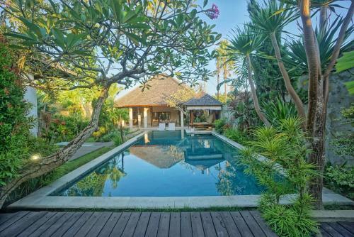 3BR Huge Villa with Huge Pool