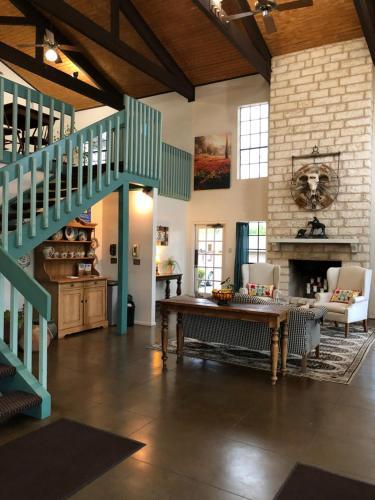 Windcrest Inn And Suites