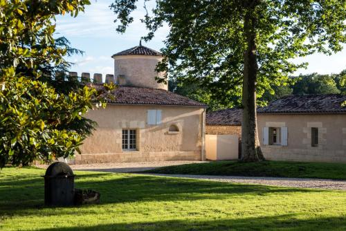 Lieu-dit Peyraguey, 33210 Bommes, Bordeaux, France.