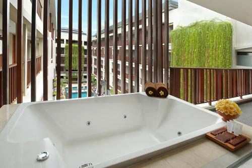 スイート プールビュー (Magani Suite Pool View with Spa Bath and Daily Cocktails)
