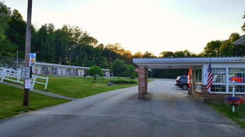 Stucco Lodge - Bangor, ME 04401