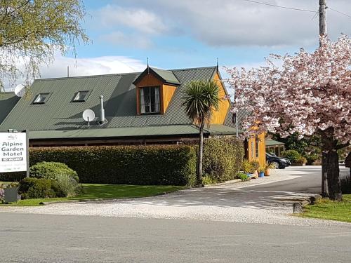 . Alpine Garden Motel