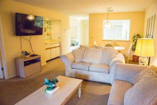 2BR Apartment - Clubview Country Club