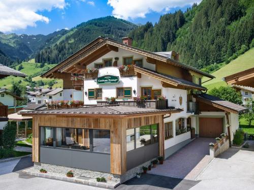 . Hotel Landhaus Neumayr