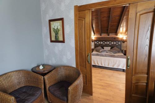 Suite con bañera de hidromasaje Hotel Spa San Marcos 14