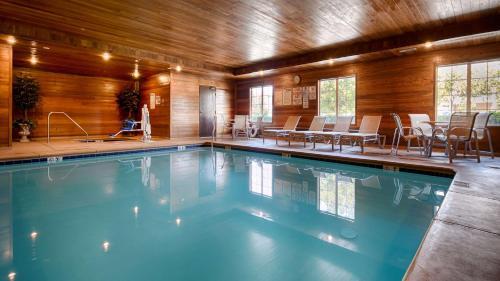 Best Western Plus Rama Inn - Oakdale, CA 95361