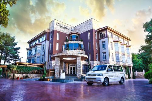 . Grand M Hotel