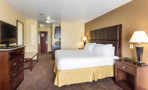 Holiday Inn Express Hotel & Suites Hinesville - Hinesville, GA 31313