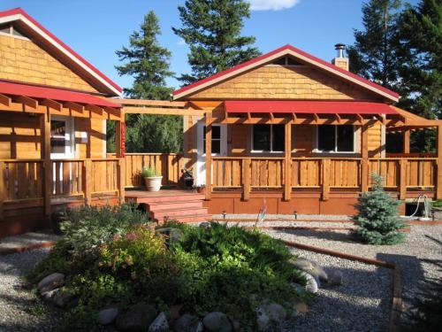 Top Hotel Deals Near Windermere Lake Provincial Park Athalmer Deere Ridge Cabins