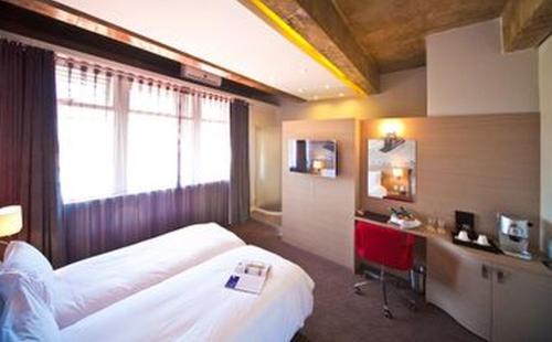Photo - Reef Hotel
