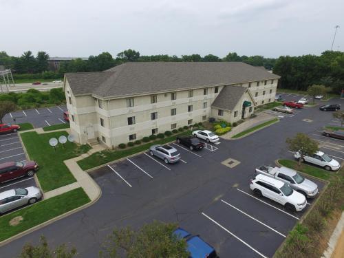 Dupont Suites - Louisville, KY 40207