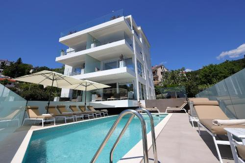 Designed Apartment with swimming pool near the beach
