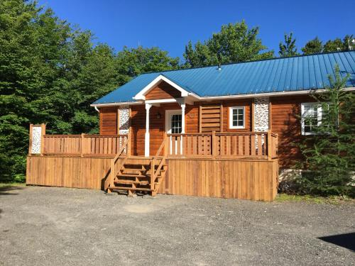 Chalet (24 Adults)
