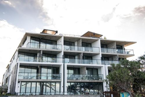 McCulloch Avenue & Margate Parade, Margate Beach, QLD 4019, Australia.