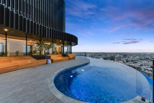 Luxury River View Apartment With Infinity Pool