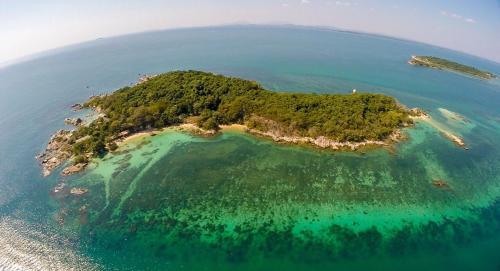 Mantakiri Island Resort Mantakiri Island Resort