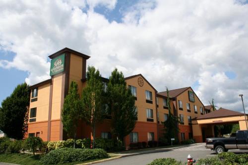 Evergreen Inn&Suites - Hotel - Monroe