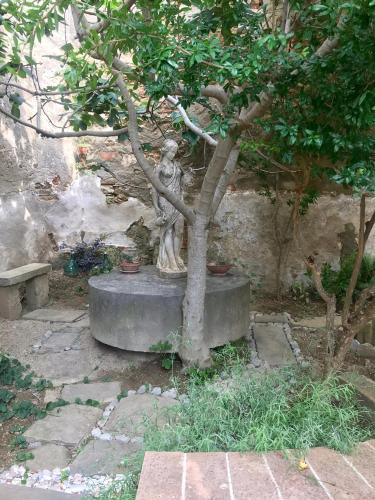 Picturesque apartment with garden in Umbrian Medival town