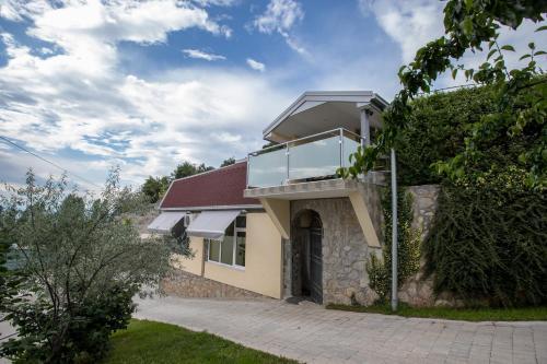 . View Topia Apartments