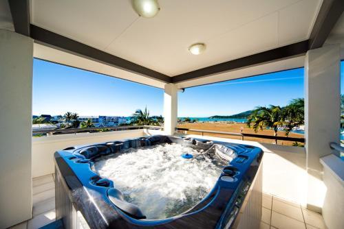 . Portside Whitsunday Luxury Holiday Apartments