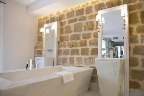 Suite Junior Familiar (2 adultos + 1 niño) Hotel Palacio De Úbeda 5 G.L 17
