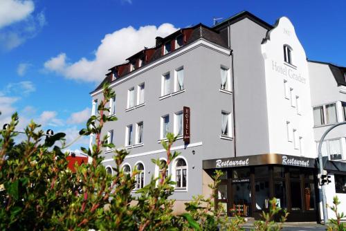 . Hotel Grader