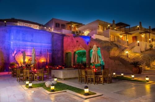 . Petra Guest House Hotel