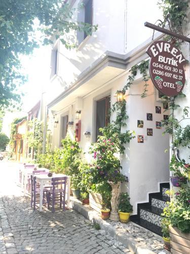 Bozcaada Evren Butik Hotel