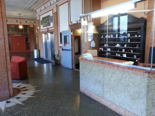 Hotel Riviera - Newark, NJ 07108