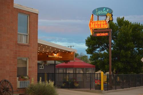 . Lariat Motel