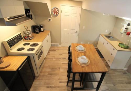 Hot Tub & Sauna 2 Bedrooms - Claresholm, AB T0L 0T0