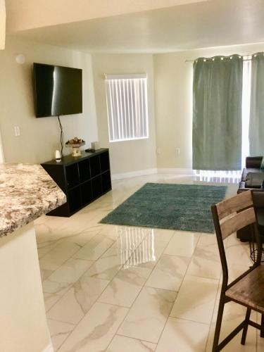 Luxurious Condo1 Mile From Wynn 1 Block 2 Lvcc