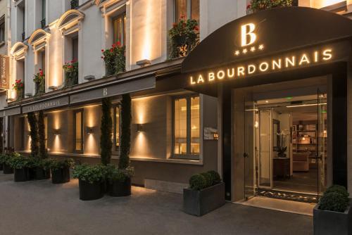 111 avenue de la Bourdonnais, 7th arr, 75007 Paris, France.