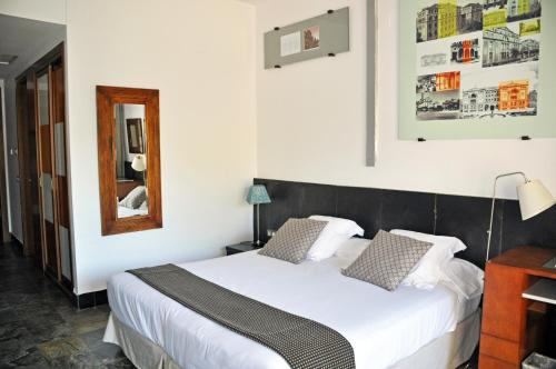 Superior Double or Twin Room with Terrace - single occupancy Hotel Monument Mas Passamaner 8