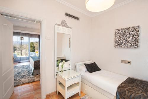 Triple Room with Terrace and Spa Access Mas Tapiolas 13