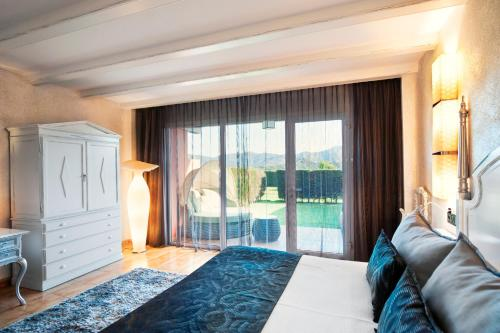 Family Room with Private Garden (2 Adults + 2 Children) Mas Tapiolas 10