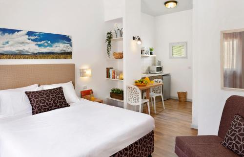 . Kibbutz Malkiya Travel Hotel