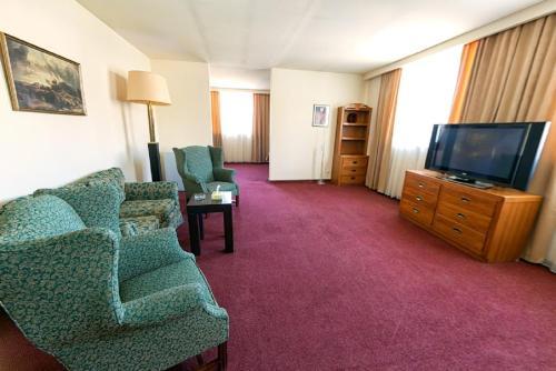 Фото отеля Regineh Hotel