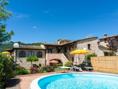 Spacious Holiday Home in Cagli with Garden - Cagli