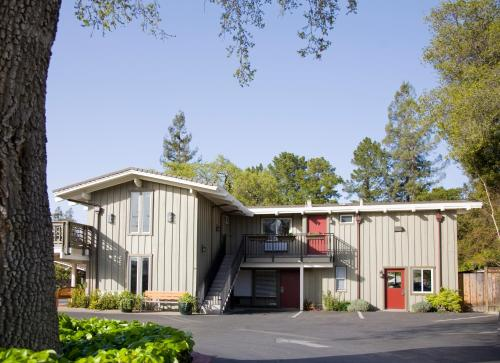 . Red Cottage Inn