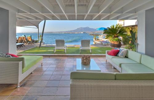 185 On Beach Boutique Suites And Apartments, Gordon'S Bay