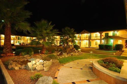 Cloverdale Wine Country Inn & Suites - Cloverdale, CA 95425