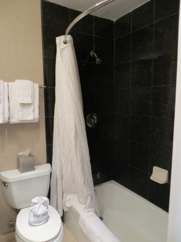 7 Springs Inn & Suites - Palm Springs, CA 92262