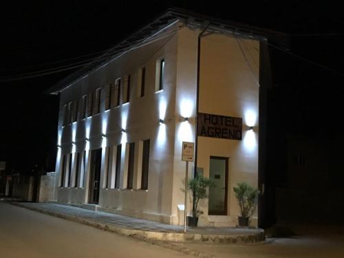 Hotel Agreno, Beratit